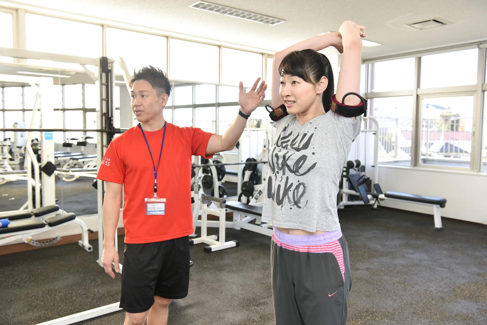 横浜加圧パーソナルトレーナー鈴木の二の腕の指導