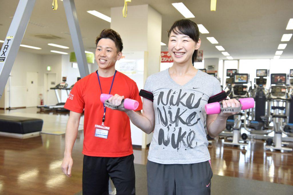 横浜加圧パーソナルトレーナー鈴木の腕の加圧指導