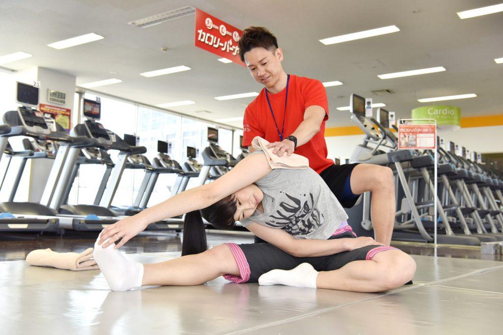横浜二俣川加圧トレーニング&パーソナルトレーニングのストレッチ指導